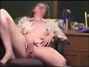 Horny mom milks shaved puss to orgasm