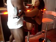 Salope offerte a black devant sonnie cocu de mari qui filme